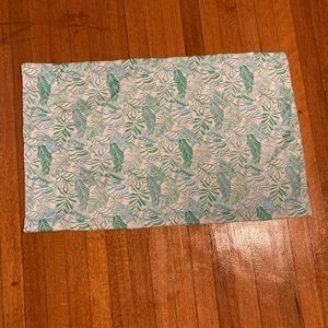 Green and white twin XL fitted sheet